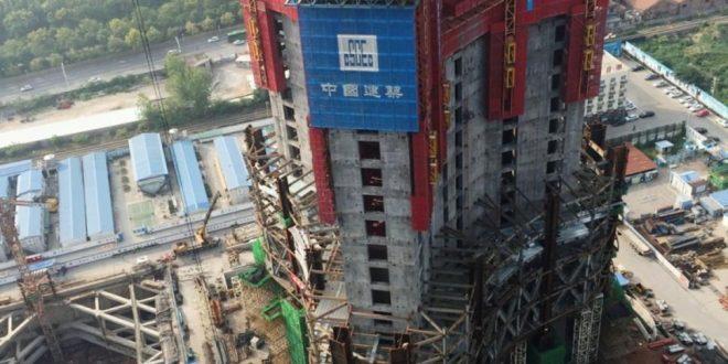 """فيديو: """"وحش الجدران"""" الصينية تبني نصف ناطحات سحاب العالم"""