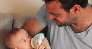 أب يبتكر زجاجة ذكية على شكل ثدى لإطعام طفله الرضيع
