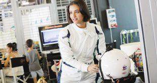"""سعودية تشارك في """"فورمولا 4"""" وتكتب اسمها بأحرف من ذهب في تاريخ المملكة"""