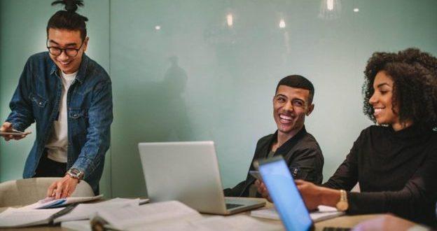 طُرق مساعدة الخرّيجين الجدد على النجاح في أماكن العمل