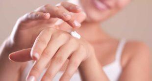 وصفات طبيعية لتنعيم اليدين بخطوات بسيطة