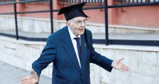 مسن يتخرج من الجامعة بعمر 96 عامًا