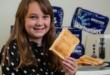 فتاة تتناول الخبز ورقائق البطاطا لمدة 10 سنوات.. والسبب مرض نفسى