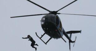 بريطانى يقفز بدون مظلة من طائرة بارتفاع 40 مترا لتسجيل رقم قياسى