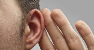 رجل يفقد السمع بأذنه اليسرى بسبب كورونا .. أول حالة من نوعها فى بريطانيا