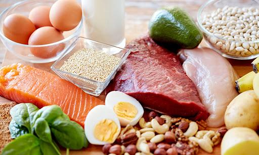 كيف يؤثر الطعام على صحتك العقلية والجسدية؟