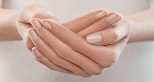 6 وصفات طبيعية للتخلص من تجاعيد اليدين بمكونات متوفرة فى مطبخك