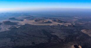فوهة جبل البيضاء فى السعودية أعجوبة تخطف الأنظار