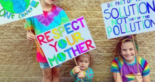 أم صديقة للبيئة.. بريطانية تحتفل مع أولادها بملابس وهدايا معاد استخدامها