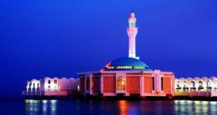 المسجد العائم جمال العمارة وروعة المكان على ساحل البحر الأحمر
