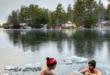 كنديان يلعبان الشطرنج فى بحيرة متجمدة بدرجة حرارة 20 تحت الصفر