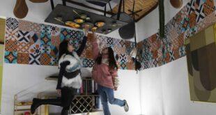 'الغرفة السحرية'.. معرض صينى يعرض أساس منزل بالمقلوب لإبهار الزوار