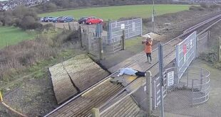 بريطانية تخاطر بحياتها من أجل صورة سيلفى على قضبان قطار