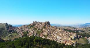 بلدة إيطالية تبيع منازلها بأقل من ثمن كوب قهوة