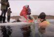 روسية تسبح 85 مترا تحت المياه المتجمدة ببحيرة بايكال وتسجل رقمًا قياسيًا