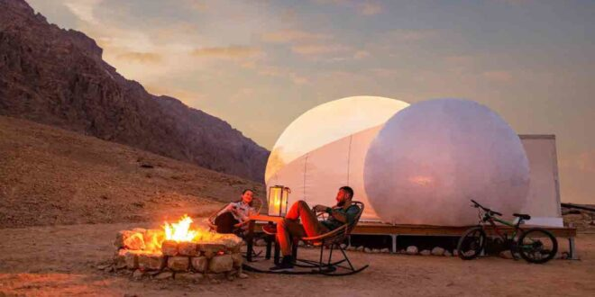 """قرية في دبي تأخذك إلى عالم """"عجائب الشتاء"""" بطابع أوروبي"""