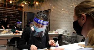 منع دخول المطاعم وأماكن العمل للممتنعين عن تطعيم كورونا فى استراليا