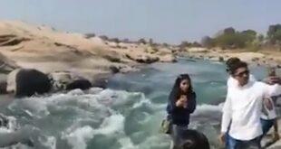 هوس السوشيال ميديا.. صورة سيلفى تتسبب فى غرق امرأة هندية