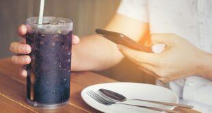 أضرار المشروبات الغازية.. تؤثر على القلب وتزيد خطر الإصابة بالسرطان