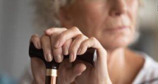 دراسة: النوم أقل من 5 ساعات يوميا يزيد خطر الإصابة بالخرف بين كبار السن