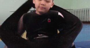 طفل كازاخستانى يظهر مهارات رائعة فى مرونة الجسد ويسعى لـ 'جينيس'