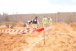 عامل مقابر أمريكي يلقى مصرعه تحت الأرض.. بدأ في حفر قبر على عمق مترين فانهارت الرمال عليه