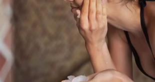 7 فوائد للثلج فى العناية بالبشرة.. مثالى فى علاج الهالات السوداء