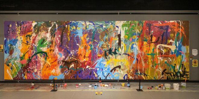 خطأ يشوه لوحة فنية ثمنها نصف مليون دولار! شخصان رسما عليها بطريقة عشوائية