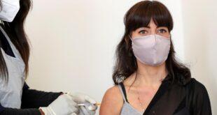 ماذا يقول العلماء حول احتمالات نقل الأشخاص الذين حصلوا على اللقاح لعدوى كورونا؟