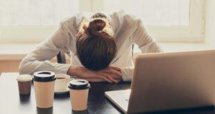 متى يجب التوقف عن تناول الكافيين للحصول على نومٍ مريح وعميق؟