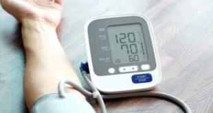أيهما الصحي لضغط الدم المنخفض: الملح أم السكر؟