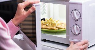 تسخين الطعام ليس آمنًا دومًا! 10 أطعمة تصبح سامة عند إعادة تسخينها!