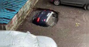 سيارة ابتلعتها الأرض أمام عيني صاحبها في الهند.. اختفت في ثوانٍ