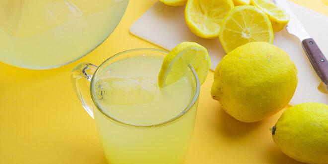 """يفتت الحصى ويُحسن البشرة.. فوائد وأضرار """"ماء الليمون الساخن"""" والتوقيت الأنسب لتناوله"""