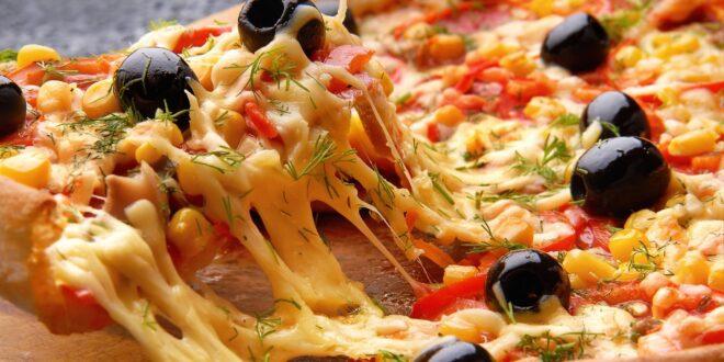 البيتزا عبر التاريخ.. أكلها الإغريق وسبقهم إليها الفراعنة، لكن هل هي البيتزا التي نعرفها اليوم؟