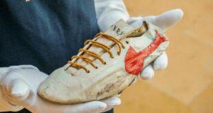 حذاء من الستينيات للبيع في مزاد بسعر مليون دولار