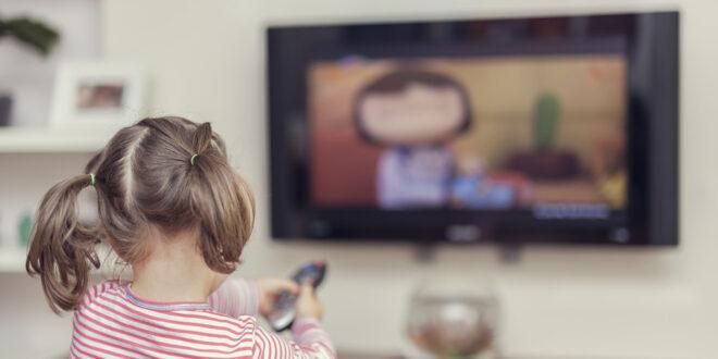 كيف تطور اختراع التلفزيون منذ الأربعينيات ومن صاحب الفكرة؟