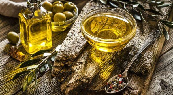 كي لا تتعرض للخداع.. هكذا تُميّز زيت الزيتون البكر الأصلي عن المغشوش