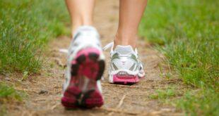 لماذا عليك تجنب المشي بأحذية الجري؟