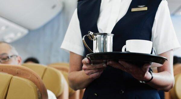 هل من الآمن شرب الشاي والقهوة على متن الطائرة ؟
