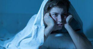 كيف أعود إلى النوم إذا استيقظت فجراً؟ هذه النصائح قد تساعدك لليلة مريحة