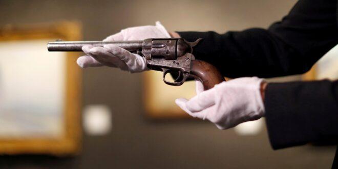 مسدس 'غير عادي' يباع بـ6 ملايين دولار.. استُخدم لقتل واحد من أشهر المجرمين بأمريكا قبل 140 عاماً