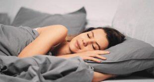 هل النوم على الجانب الأيسر يضر بصحة القلب؟