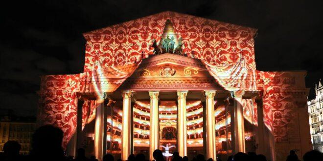 الديكور سقط عليه ودهسه! مقتل فنان على خشبة مسرح روسي شهير خلال حفل أوبرا