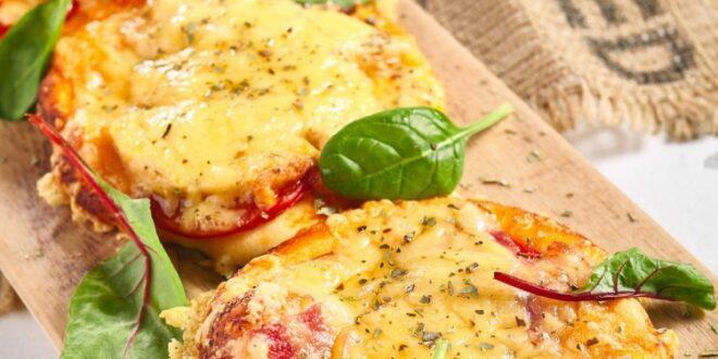 فطائر الطماطم مع الجبن الشيدر